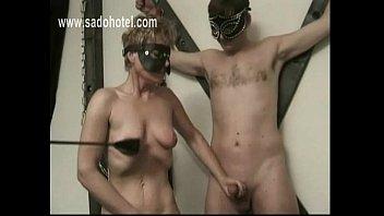 off jerks wife while husband fingering Pareja colombiana en buena
