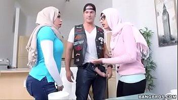 khalifa in mia hijab Schoolboy masturbation upclose