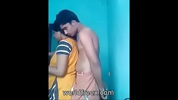 her cheting hus band indian aunty Housewife flashingat the beach