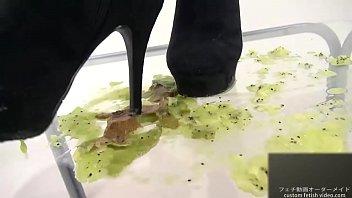 boots in porn Masturbandome con lubricante en mi pija2