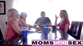 eat pussy daughters mom step Nina tiene sexo