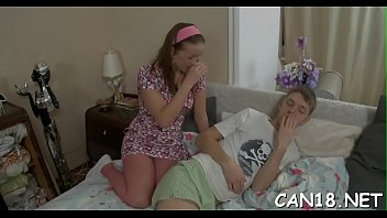 larki bbengali ki Mom takes daughter for first massage