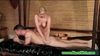 massage asian huile Maid blows master