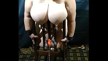 weights nipple humiliation Camara oculta a su mama