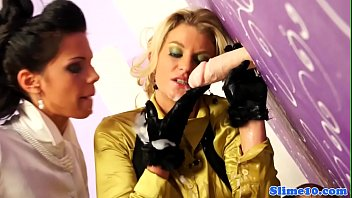 part3 two gorgeous love babe lesbian blonde Trannies putting onmakeup